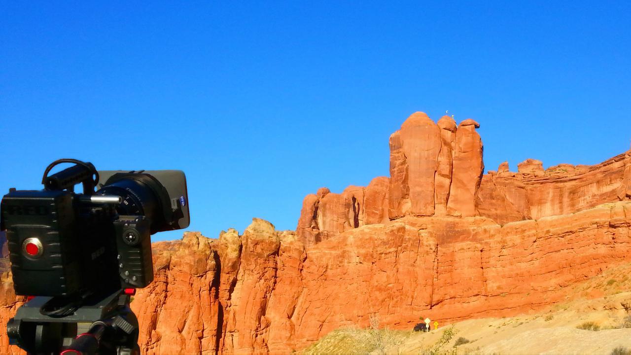 撮影現場:アーチーズ国立公園のペンギン岩登り