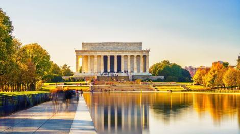 ワシントン D.C. のナショナルモールに建つ、リンカーン記念堂