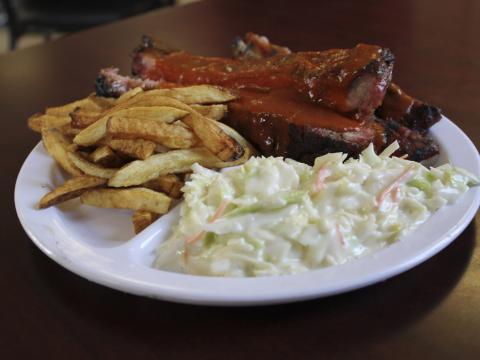 ロックン・リブズ BBQ フェスティバルで味わう賞に輝いたリブ