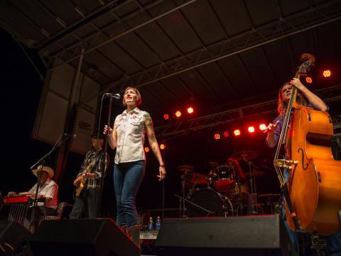 ベスト・オブ・ザ・バイユーの無料音楽フェスティバルのステージ