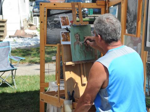 アレンタウン・アート・フェスティバルで絵を描く画家