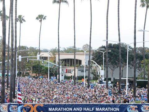 オレンジカウンティー・マラソンで出走を待つランナーたち