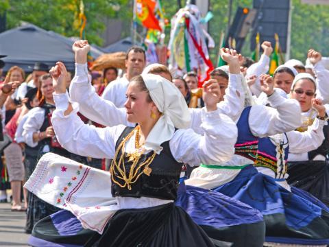 ポルトガルデーの期間中に開催される活気溢れるパレード