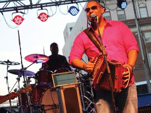 レット・ザ・グッド・タイムズ・ロール・フェスティバルほど音楽を楽しむのによい場所はありません
