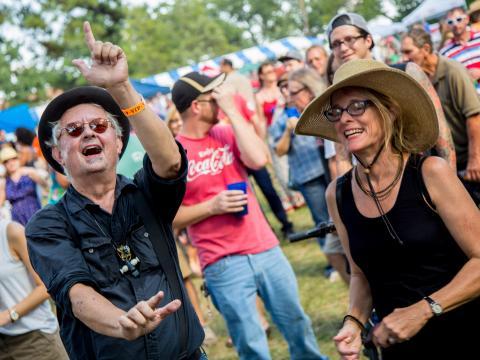 ハイランド・ジャズ・アンド・ブルース・フェスティバルの熱狂的な VIP 客