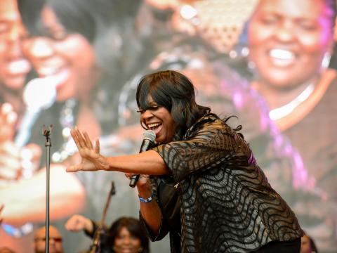 シカゴ・ゴスペル・ミュージック・フェストで聴衆の心をとらえる歌声