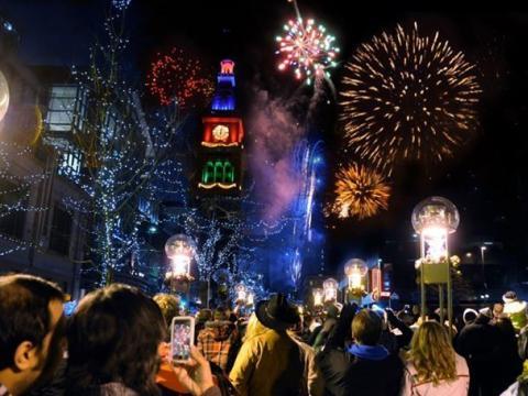 マイル・ハイ・ホリデイズで楽しむお祭りムードのデコレーションや花火
