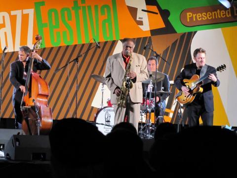 モントレー・ジャズ・フェスティバルで披露される見事な演奏