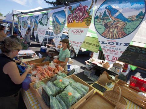 ドロレス収穫祭でショッピング