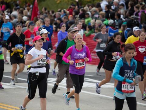 毎年開催されるシカゴマラソンに参加する走者