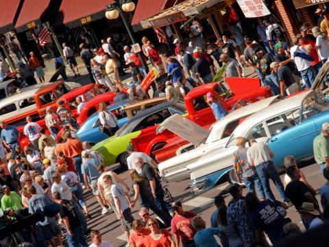 クール・デッドウッド・ナイツにずらりと並ぶ展示車