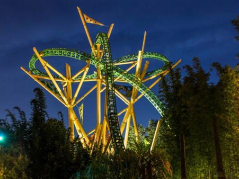 ブッシュ・ガーデンズ・タンパ・ベイのジェットコースター、チーターハントの夜景