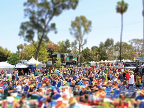 カリフォルニア州デイナポイントのドヒニー・ブルース・フェスティバルの様子