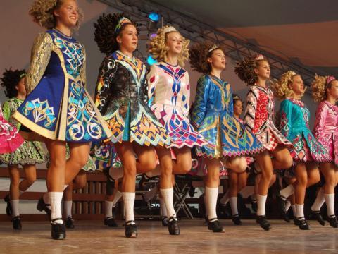 オハイオ州で開催されるダブリン・アイリッシュ・フェスティバルでのアイリッシュダンスのパフォーマンス